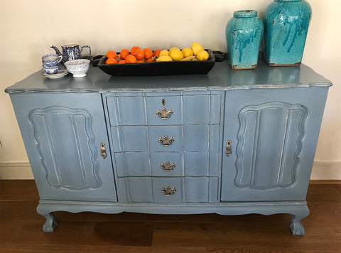 Vintage dresser with 4 drawers