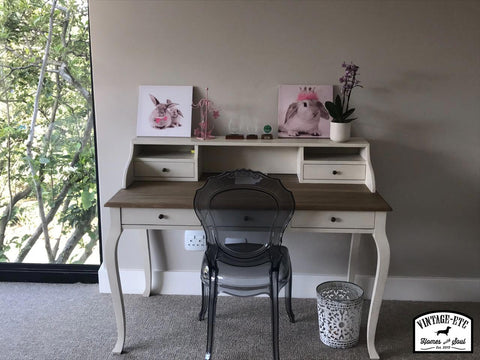 Writing desk in girls room
