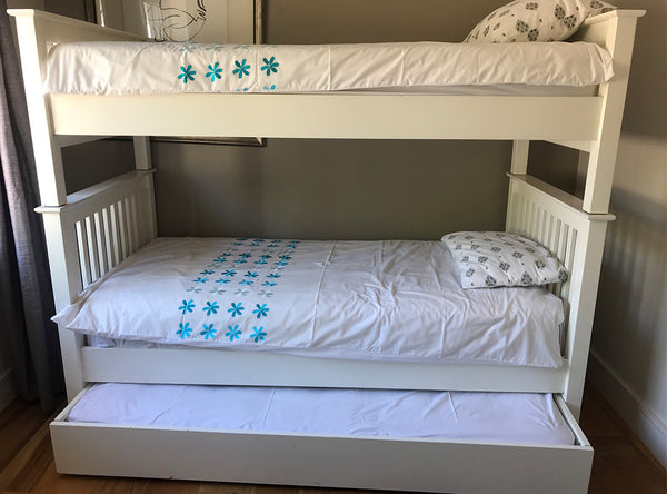 White bunk beds with 3rd drawer bed
