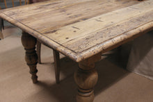 Load image into Gallery viewer, Jacaranda Teak Dining Table top close up