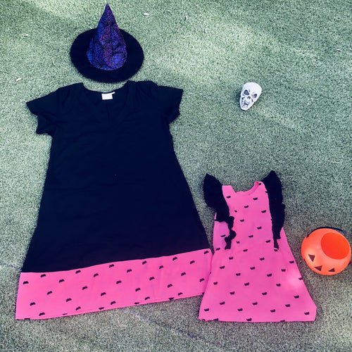 The V Neck Anywhere Dress - Halloween Dusty Pink Bats Print