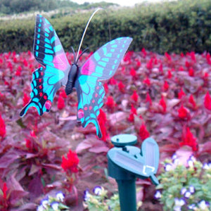 Backyard Beauties. Solar Flying Fluttering Butterflies - Garden Gift Hub