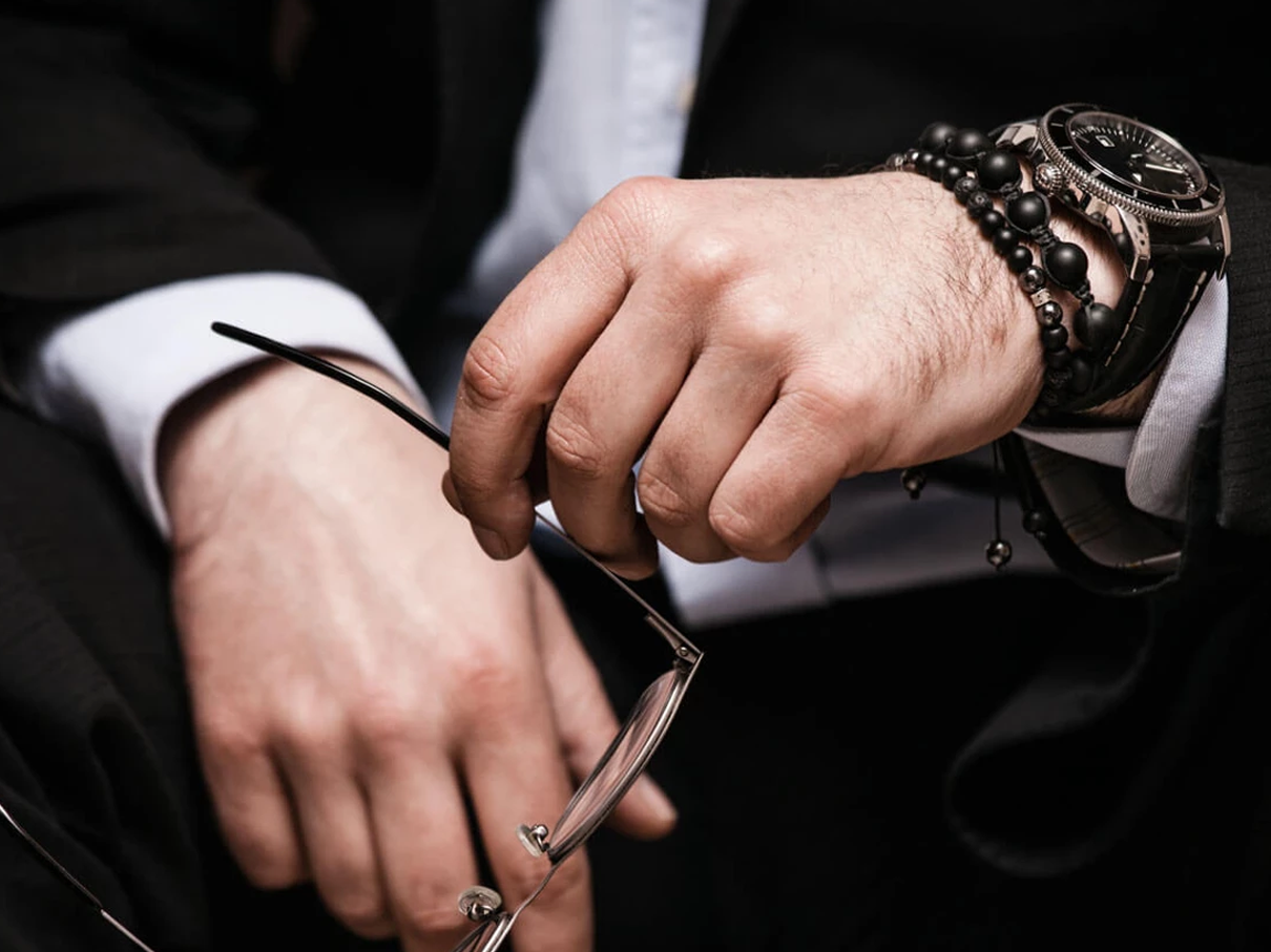 7 common mistakes that men make with jewelry