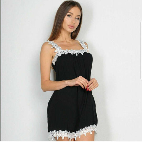 Chick Black Top with Lace | MODA ME COUTURE