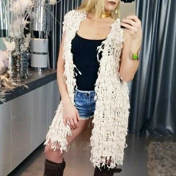 SHAG FRINGED KNIT VEST - MODA ME COUTURE