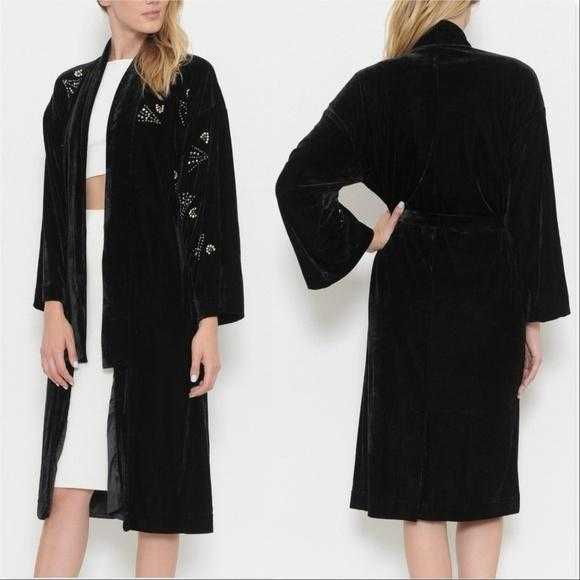 MONROE Soft & luxurious Velvet robe | MODA ME COUTURE