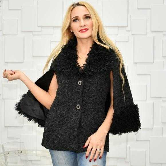 Chic Cape Coat Black | MODA ME COUTURE