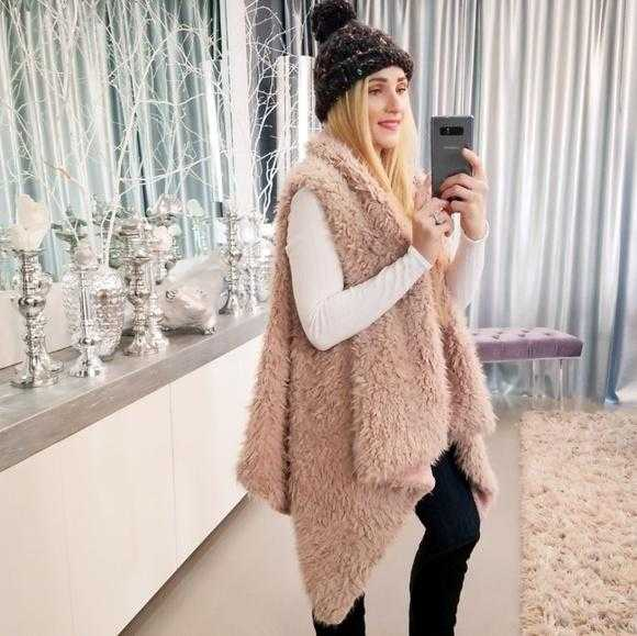 BLUSH FAUX FUR VEST | MODA ME COUTURE