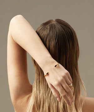 Adoring Cuff Bracelet in 18k Gold - ThEyes On