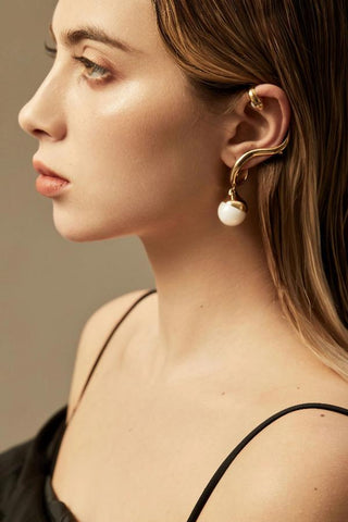 Devotion Pair Ear Cuff in 18k Gold - ThEyes On