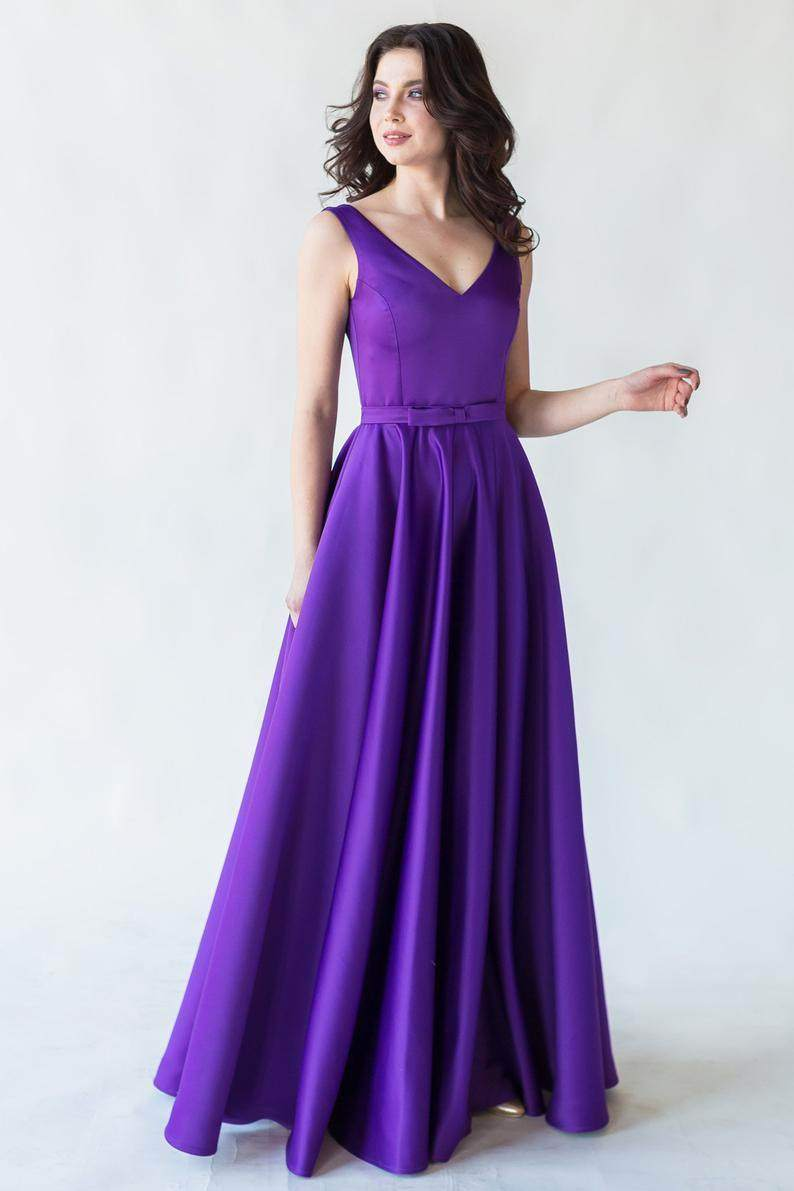 Satin Evening Dress With Corset Lace-up and Full Skirt