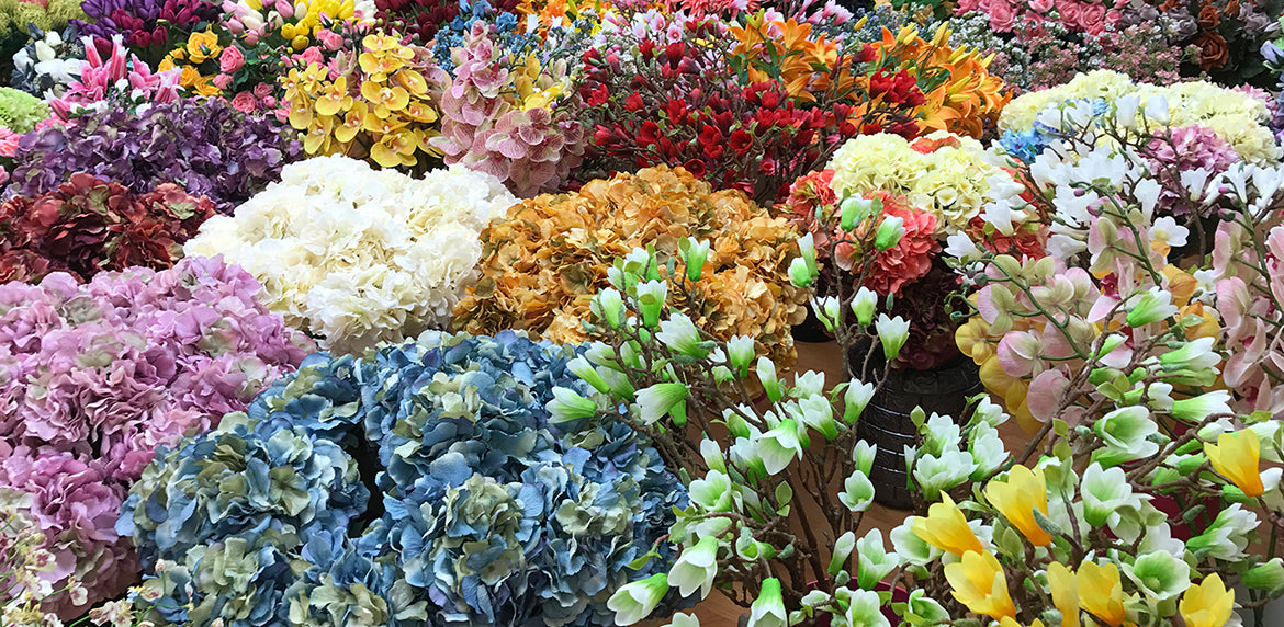 What makes a high quality silk flower decor garden dcor garden with endless selections of silk flowers in the market place how do you determine the good from the bad there are many factors that makes a high quality mightylinksfo