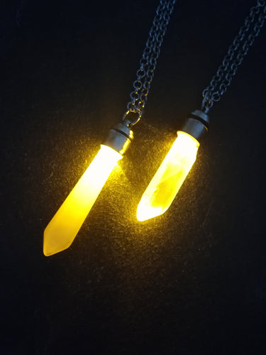 Kyber crystal pendant with light- YELLOW - Geek And Artsy