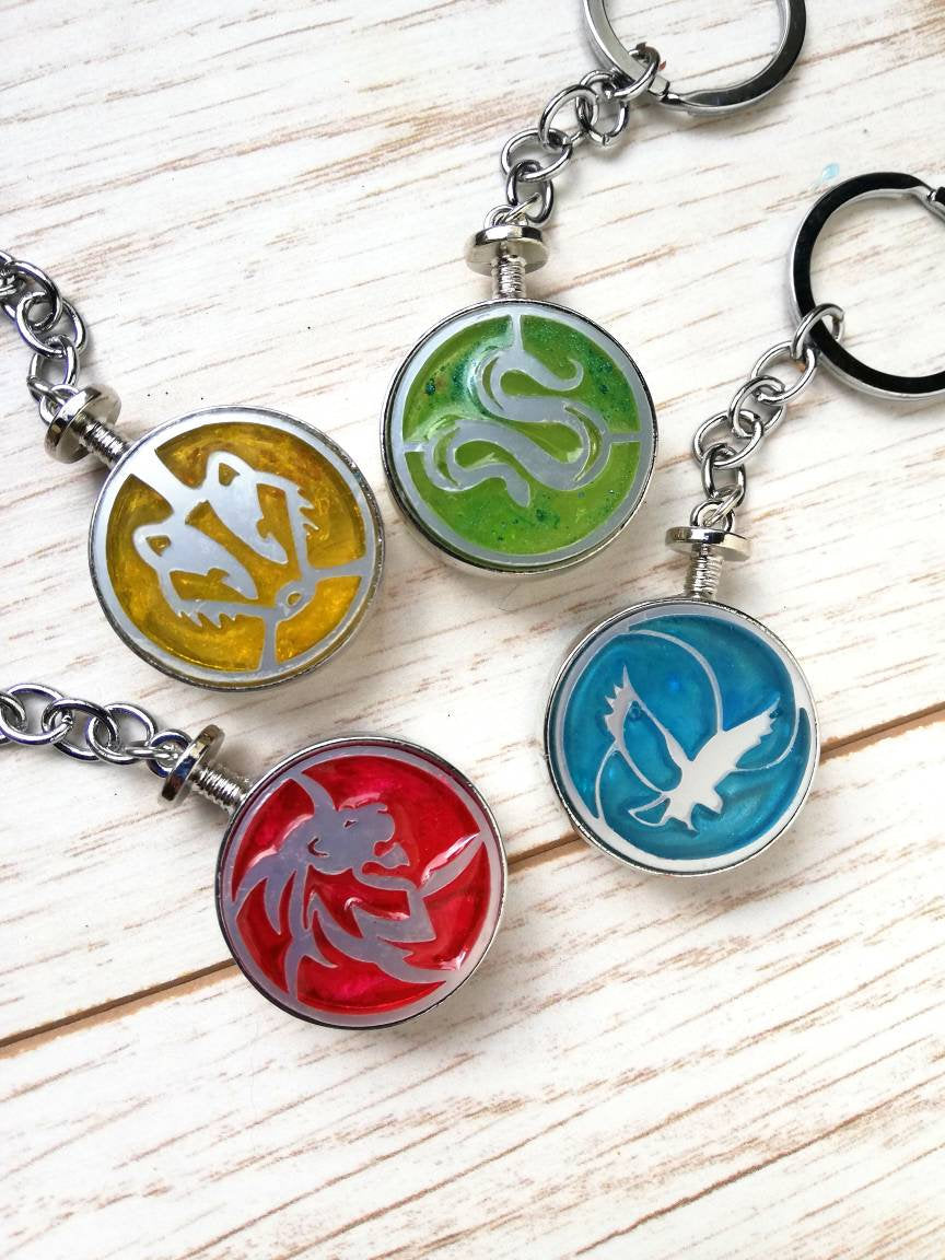 keychains of the four hogwarts houses red green blue yellow