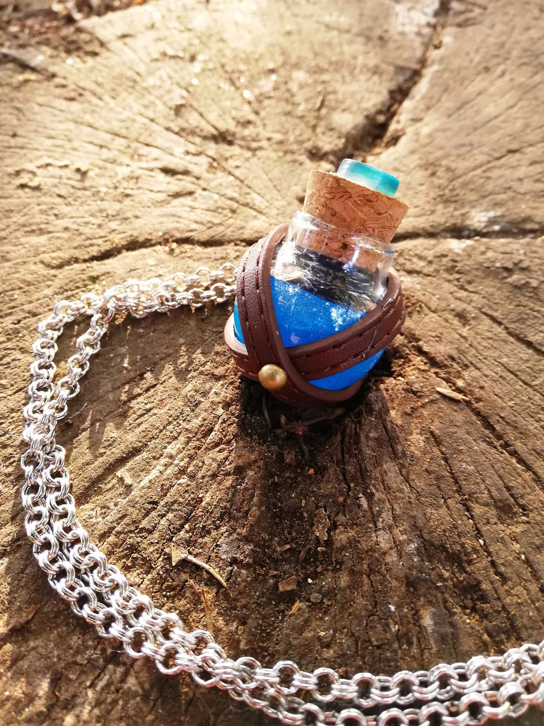 Dungeons and dragons blue potion vial - Geek And Artsy