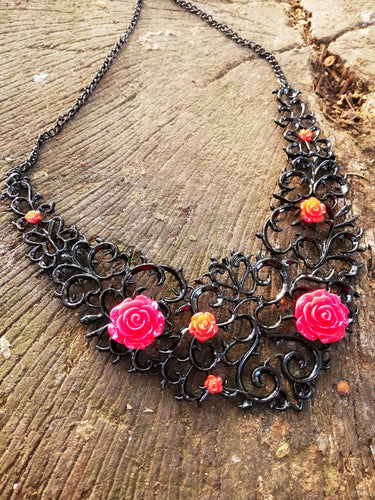 A court of thorns and roses bib necklace - Geek And Artsy