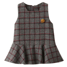 Winter-Style Sleeveless Classical Plaid With Flower Accessories