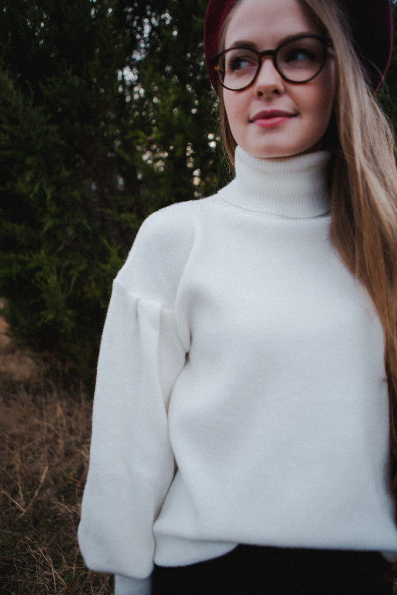 Janet Turtleneck in Ivory