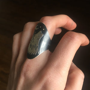 Into The Wild Wolf Saddle Ring - Size 8-8.25