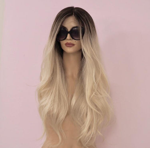 Lindsay - Full lace / 24 inch / 150 % Volume / Small / Virgin Hair