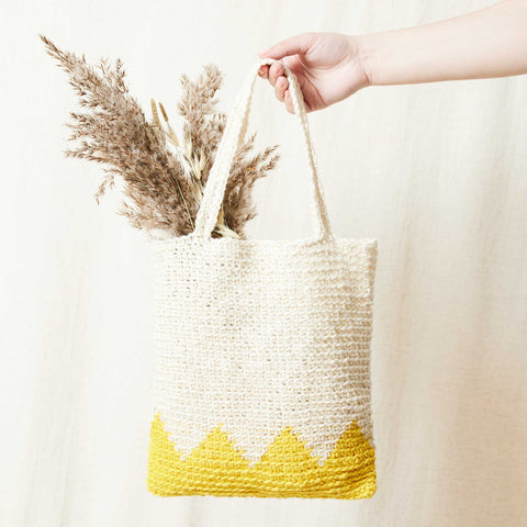 Download the free Crochet Zigzag Bag pattern