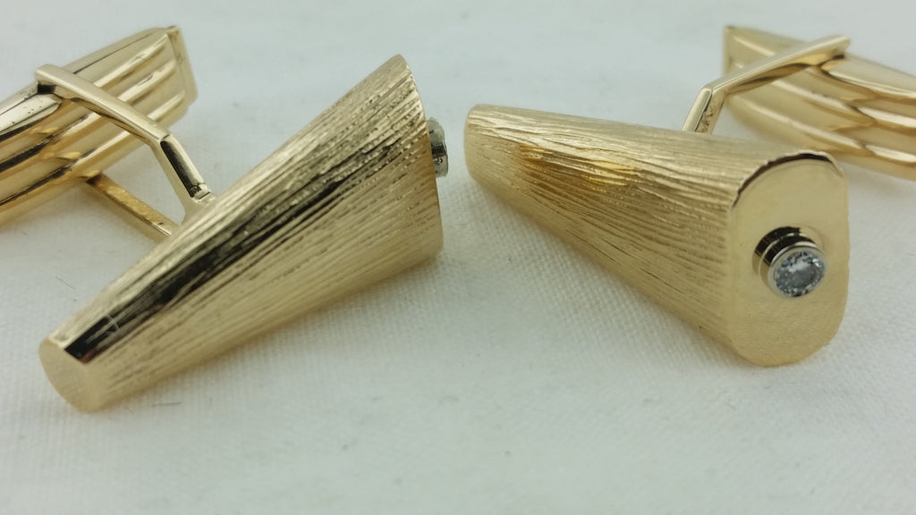 Unusual 14k Yellow gold cufflinks & tie tack set with dionds