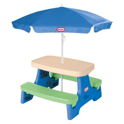 Mesa Little Tikes® Easy Store Jr. com Sombrinha