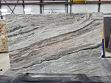 Quartzite Fantasy Brown Premium  <br>Fini : Antique -  Lot : 47001 <br>Epaisseur : 1.25''  <br>Dimensions : +,- 112'' x 72'' <br> Indice de prix : $$ <br>