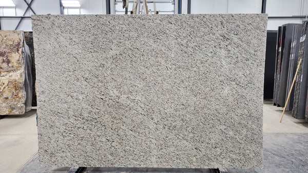 Granite Giallo Ornemental Light Premium  <br>Fini : Poli -  Lot : 1699 <br>Epaisseur : 1.25''  <br>Dimensions : +,- 108'' x 73'' <br> Indice de prix : $ <br>