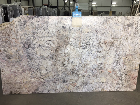 Granite Bordeau Dream Premium  <br>Fini : Poli -  Lot : 3701  <br>Epaisseur : 1.25''  <br>Dimensions : +,- 124'' x 68'' <br> Indice de prix : $$$ <br>