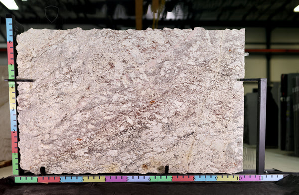 Granite Bordeau Dream Premium  <br>Fini : Poli -  Lot : 39390  <br>Epaisseur : 1.25''  <br>Dimensions :  121'' x 77'' <br> Indice de prix : $$$ <br>