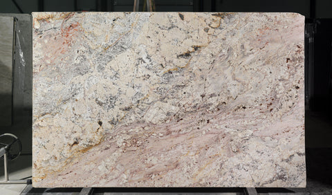 Granite Bordeau Dream Premium  <br>Fini : Poli -  Lot : 6580  <br>Epaisseur : 1.25''  <br>Dimensions :  121'' x 78'' <br> Indice de prix : $$$ <br>