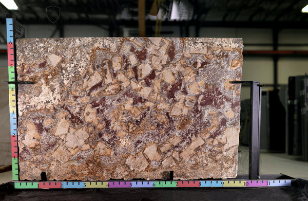 Granite Bellini Premium  <br>Polished  <br>Lot : 013  <br>Thickness : 1.25''  <br>Dimensions :  116'' x 72'' <br>Price index : $$$$ <br>