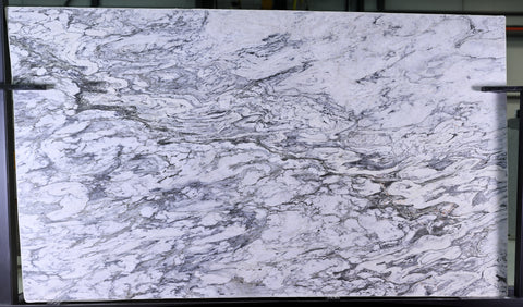 Quartzite Superlative  <br>Fini : Poli -  Lot : 2824  <br>Epaisseur : 1.25''  <br>Dimensions :  119'' x 69'' <br> Indice de prix : $$$ <br>