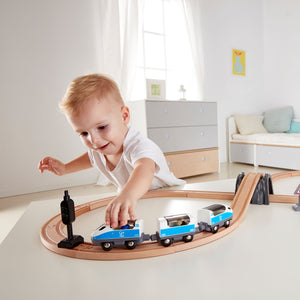 Hape Figure of 8 Safety Set (Hape Railway) - All-Star Learning Inc. - Proudly Canadian
