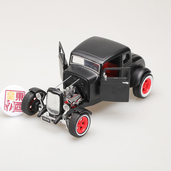 GreenLight 1:18 1932 Custom Ford Hot Rod - Matte Black with Red 5-Spoke Wheels, Whitewall Tires 12975
