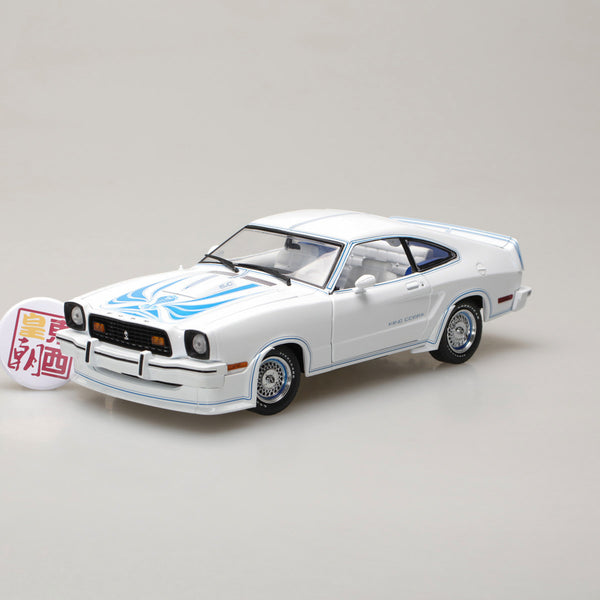 GreenLight 1:18 1978 Ford Mustang II King Cobra - White and Blue 13508