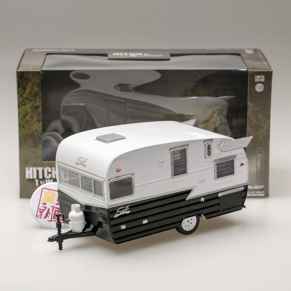 GreenLight 1:24 Hitch & Tow Trailers Series 4 - Shasta 15 feet Airflyte - White and Black 18440-B