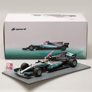 SPARK 1:18 Mercedes AMG Petronas F1 Team Mercedes F1 W08 EQ Power+ #44 Mexican GP 2017 World Champion 2017 - With Hamilton holding Brit 18S312