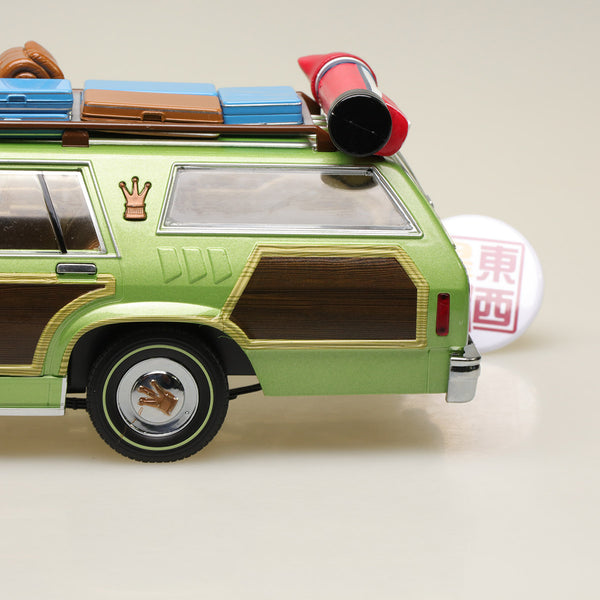"GreenLight 1:18 Artisan Collection - National Lampoon's Vacation (1983) - 1979 Family Truckster ""Wagon Queen"" with Rooftop Luggage Diecast Model Car 19031"