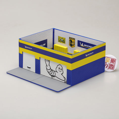 GreenLight 1:64 Mechanic s Corner Series 3 - Weekend Workshop Michelin Tires Michelin Man 57033