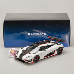 AUTOart 1:18 KOENIGSEGG ONE:1 (PEBBLE WHITE/CARBON 79016