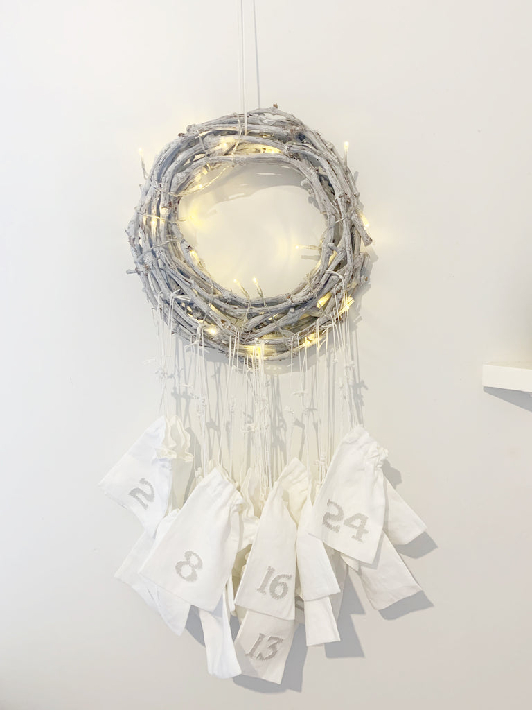 DIY advent wreath calendar wreath and drawstrings bag to house gifts