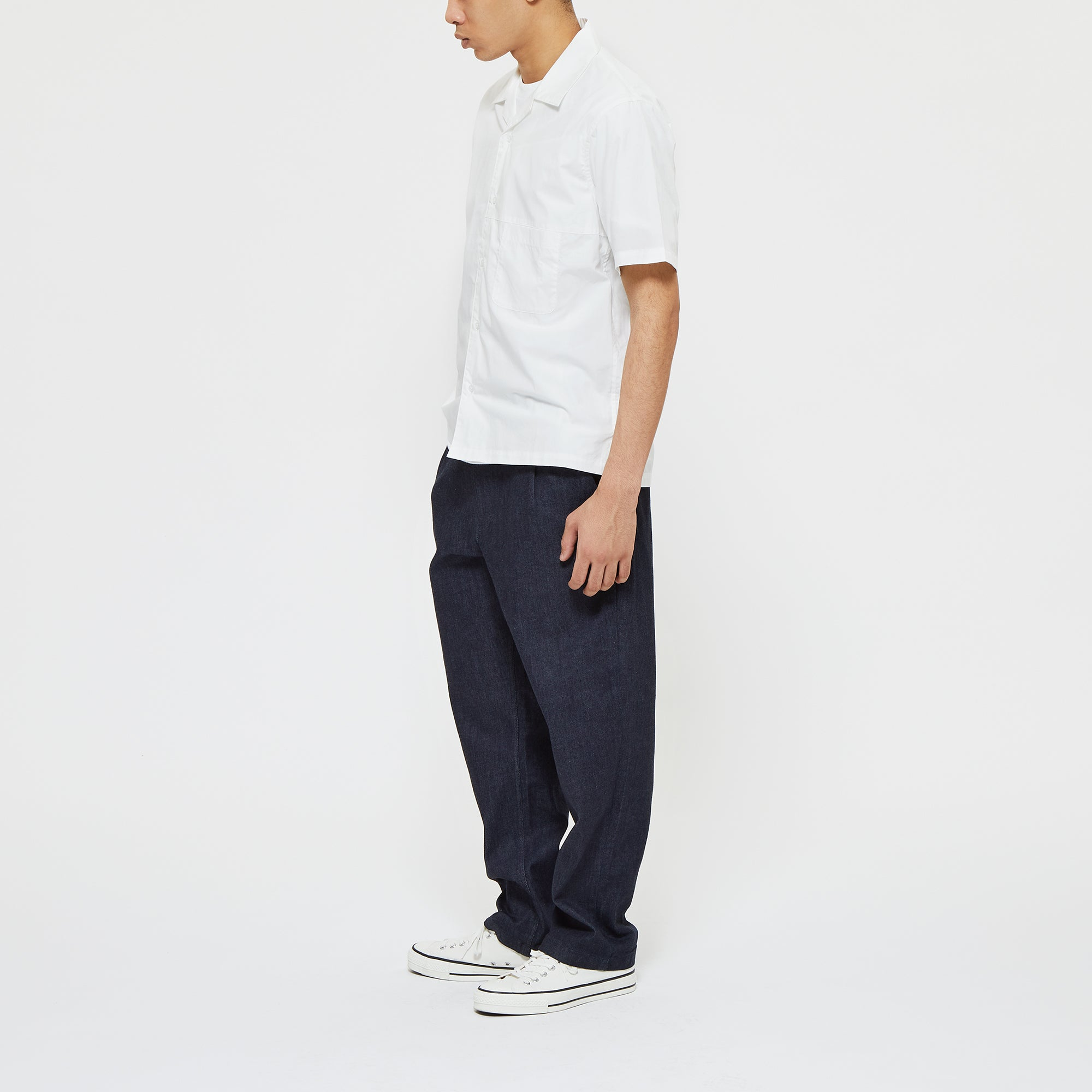 1 TUCK TAPERED STRETCH DENIM PANTS