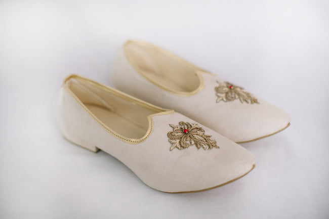 White Embroidered Jutti/Mojri