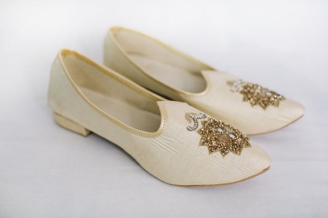 White with Gold Jutti/Mojri