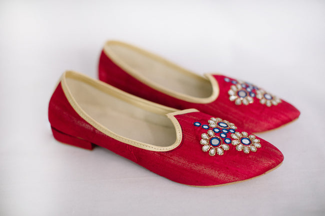 Fuchsia Embroidered Jutti/Mojri