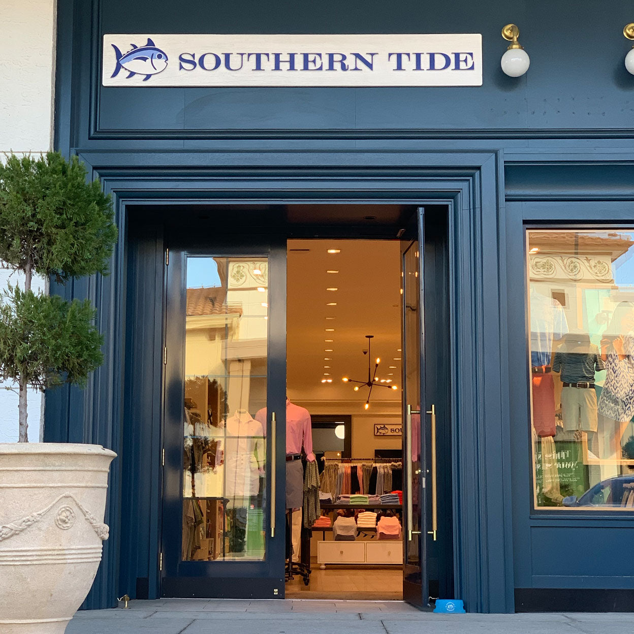 Southern Tide store front image