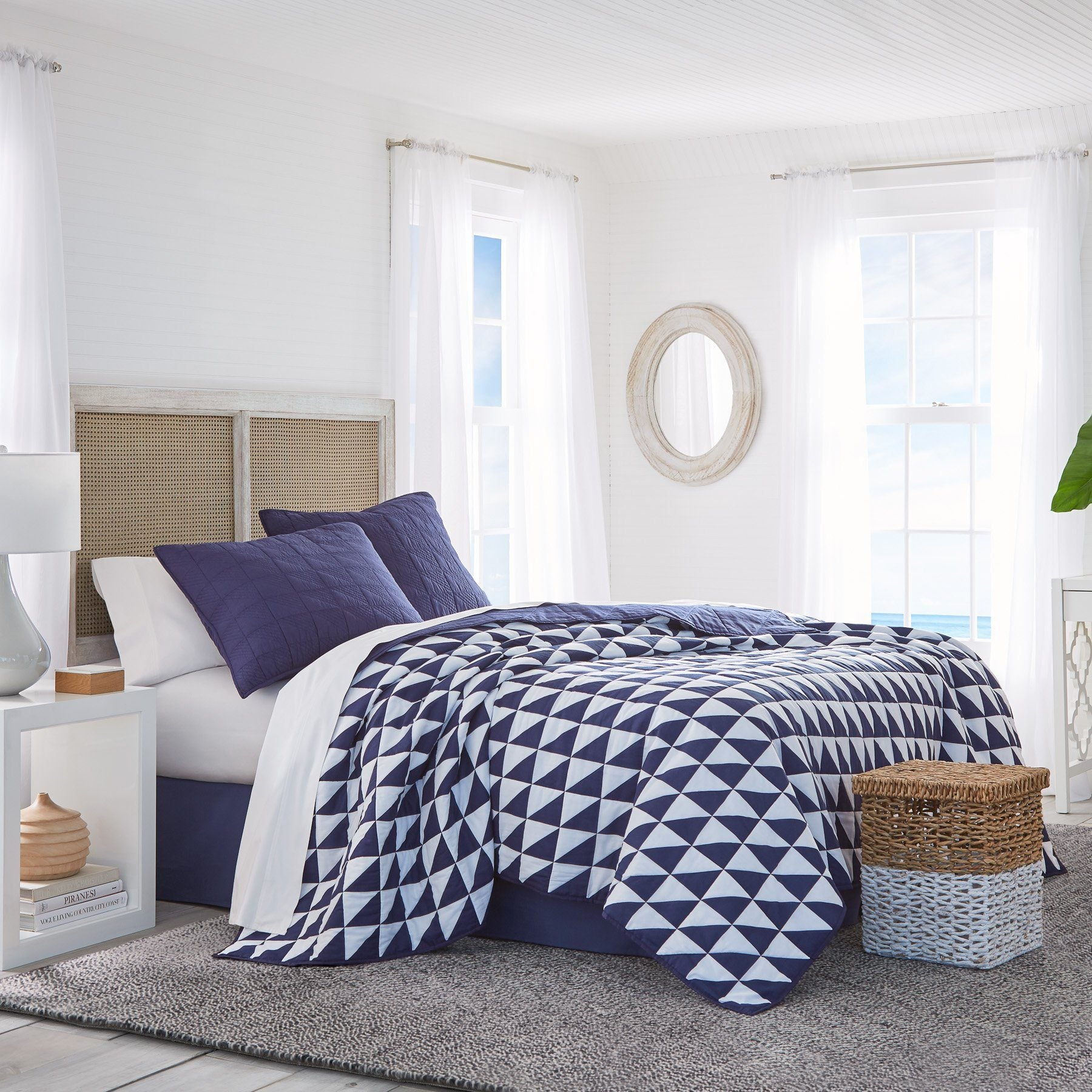 Portside Reversible Bed Quilt Navy Amp White Southern Tide