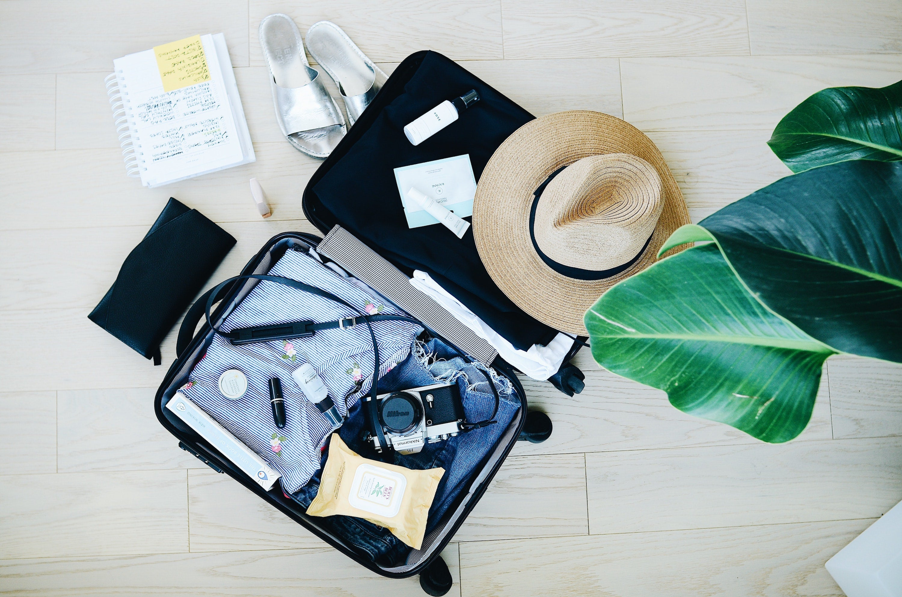8 travel things to bring